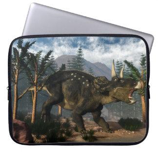 Brüllendes Nedoceratops beim Laufen - 3D Laptopschutzhülle