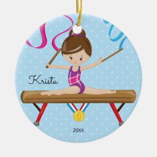 Brünette Gymnast-Gymnastik-Weihnachtsverzierung Keramik Ornament