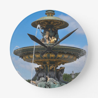 Brunnen bei Place de Concorde in Paris, Frankreich Runde Wanduhr