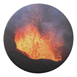 Brunnen der heißen Lavaeruption vom Kratervulkan Radiergummi 1