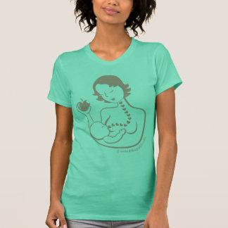 Brust-Füttern der Mutter und des Babys, kurzes T-Shirt