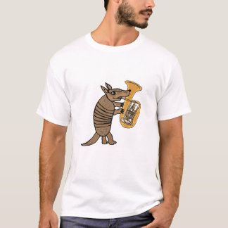 BU Gürteltier, das den Tuba-T - Shirt spielt