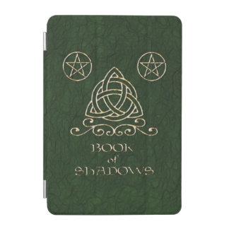 Buch des Schatten-keltischen Grüns iPad Mini Cover