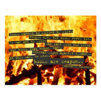 Bücher sind Waffen Postkarte