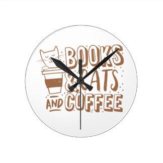 Buchkatzen und -kaffee runde wanduhr
