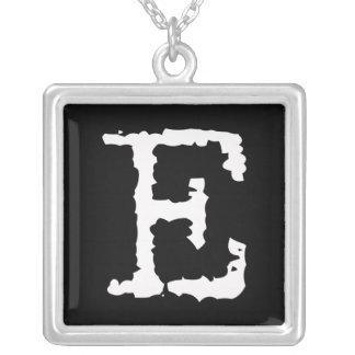 Buchstabe E Halskette Mit Quadratischem Anhänger