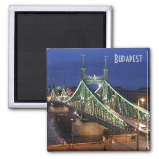 Budapest - Freiheits-Brücke bis zum Nacht Quadratischer Magnet