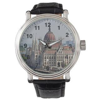 Budapest-Parlamentssüdseite, Ungarn Uhr