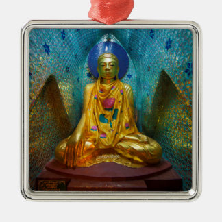 Buddha in der verzierten Nische Silbernes Ornament
