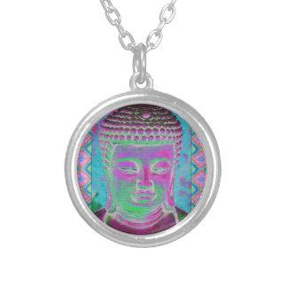 Buddha-Pop in der Magenta und im Türkis Versilberte Kette