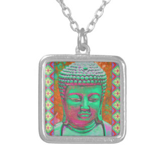 Buddha-Pop mit Patchwork-Grenzen in Grünem und im Versilberte Kette
