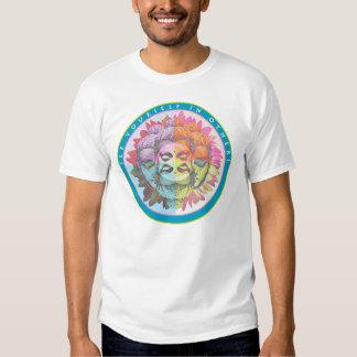 Buddha sehen sich in anderen hemden