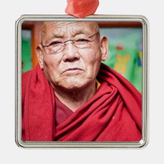 Buddhistischer Mönch in der roten Robe Quadratisches Silberfarbenes Ornament