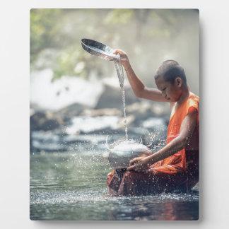 Buddhistischer Mönch-waschende Werkzeuge Fotoplatte