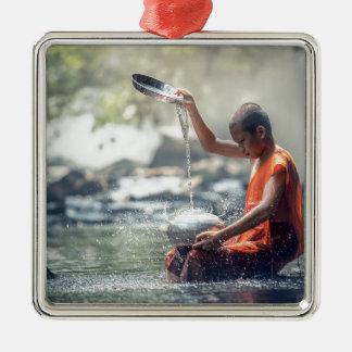 Buddhistischer Mönch-waschende Werkzeuge Quadratisches Silberfarbenes Ornament