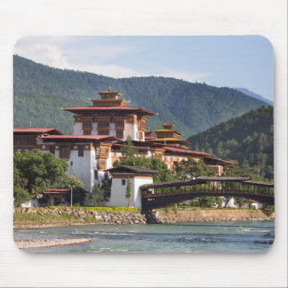 Buddhistischer Tempel durch Fluss Mousepad