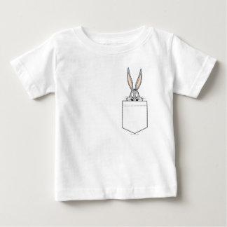 BUGS BUNNY ™, das aus Tasche heraus späht Baby T-shirt
