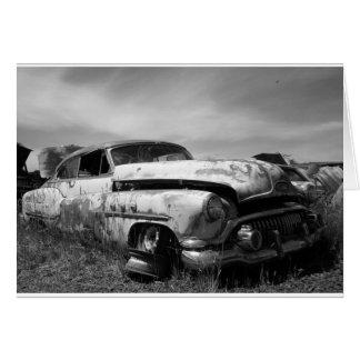 Buick in einer Junkyard-Gruß-Karte Karte