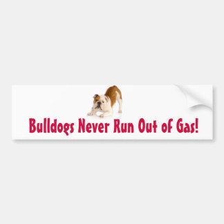 Bulldoggen laufen nie aus Gas heraus Autoaufkleber
