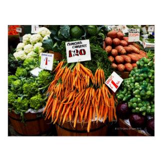 Bündel Karotten und Gemüse auf Markt Postkarten