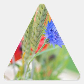Bündel von rote Mohnblumen, Cornflowers und Ohren Dreieckiger Aufkleber