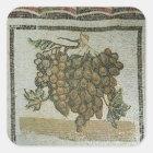 Bündel weiße Trauben, römisches Mosaik Quadratischer Aufkleber