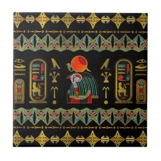 Bunte Ägypter Horus Verzierung auf Schwarzglas Keramikfliese
