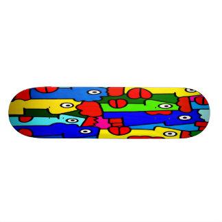 Bunte Cartoon-Gesichter mit den fetten roten Lippe Personalisiertes Skateboard