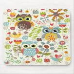 Bunte Eulen und Blumen glückliches Mousepad