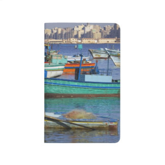 Bunte Fischerboote im Hafen von Taschennotizbuch