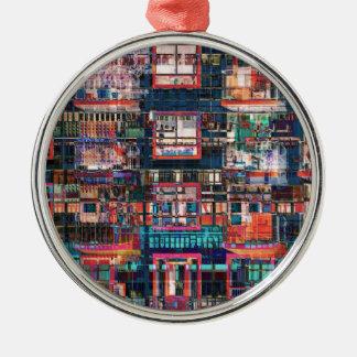 Bunte Gebäude-Collage Rundes Silberfarbenes Ornament