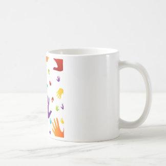 bunte Hände Kaffeetassen