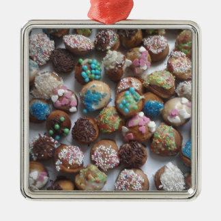 bunte kleine Geburtstagskuchen, Nahrung, Quadratisches Silberfarbenes Ornament
