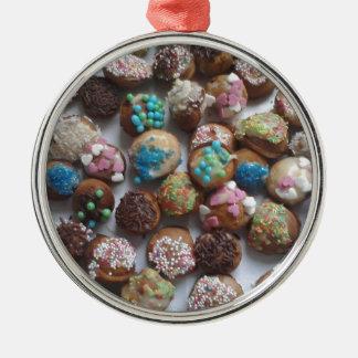 bunte kleine Geburtstagskuchen, Nahrung, Silbernes Ornament