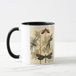 Bunte Libellen, die über Blätter schwimmen Tasse
