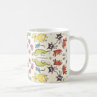 Bunte niedliche Symmetrie des Hundekatzen-Spatzen Kaffeetasse