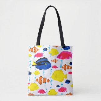 Bunte niedliche wunderliche tropische Fische und Tasche