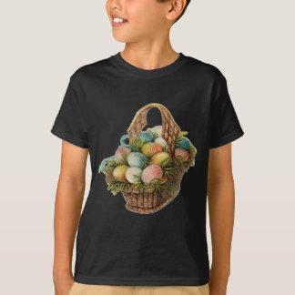 Bunte Ostereier füllen einen Vintagen Ostern-Korb T-Shirt