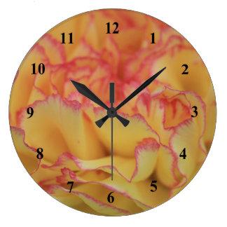 Bunte rosa und gelbe Gartennelken-Blume Große Wanduhr
