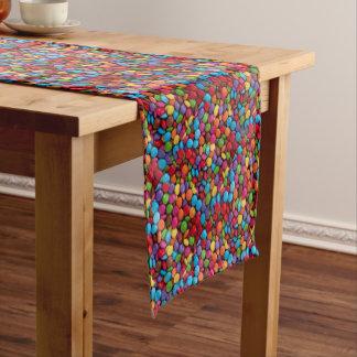 Bunte Skittlessüßigkeit Kurzer Tischläufer