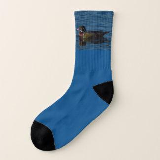 Bunte Socken der hölzernen Ente