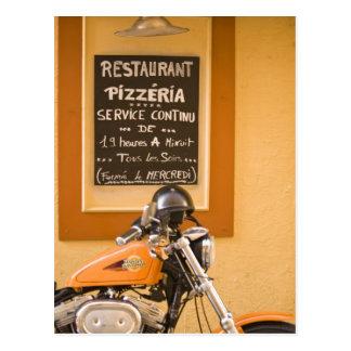 Bunte Straßen in Villefranche.  Nahe Nizza herein Postkarte