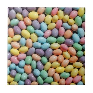 Bunte Süßigkeit beschichtete Minieier Fliese oder