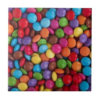 Bunte Süßigkeits-überzogene Schokoladen Yum! Kleine Quadratische Fliese