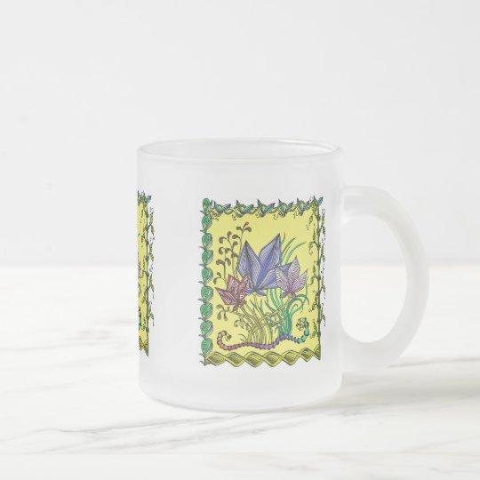 Bunte Tasse mit abstraktem Blumenmotiv