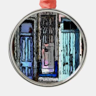 Bunte Tür-Collage Rundes Silberfarbenes Ornament