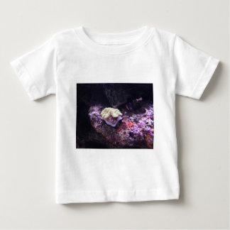 Bunte weiche Koralle und Livefelsen Baby T-shirt