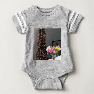 Bunter Blumen-Blumenstrauß und Weihnachtsbaum Baby Strampler