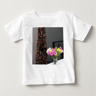 Bunter Blumen-Blumenstrauß und Weihnachtsbaum Baby T-shirt