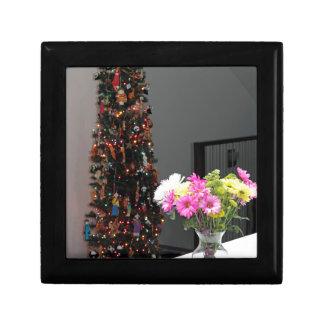 Bunter Blumen-Blumenstrauß und Weihnachtsbaum Geschenkbox